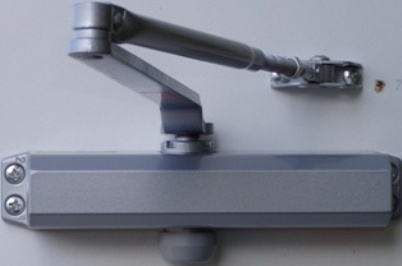 d-750-bc-door-closer-for-doors-from-80-to-120-kg-bc-installed